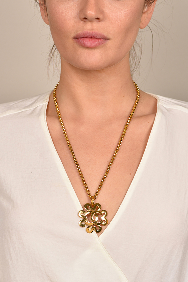 Chanel - CC Logo Pendant in Clover Cutout Necklace View 2