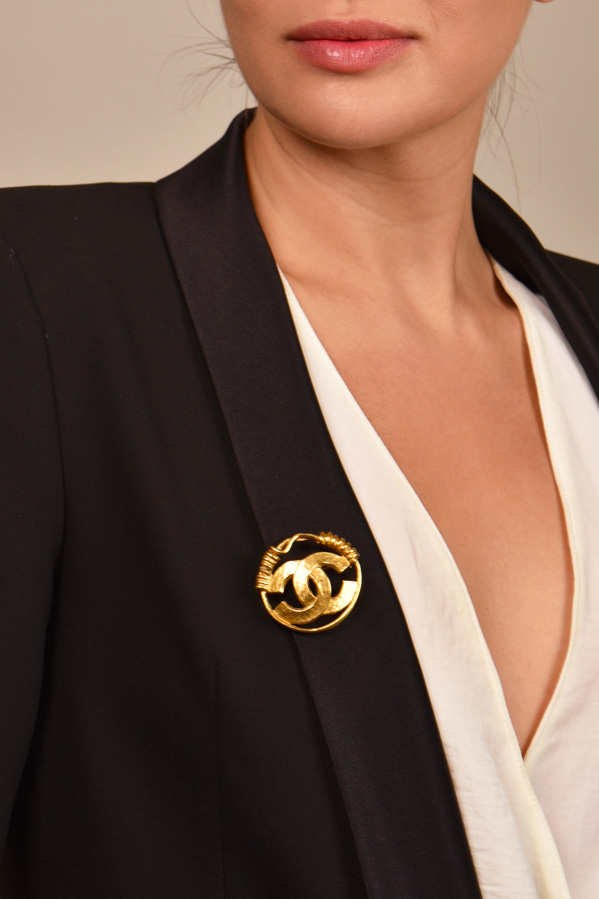 Chanel - Gold Wire CC Logo Brooch