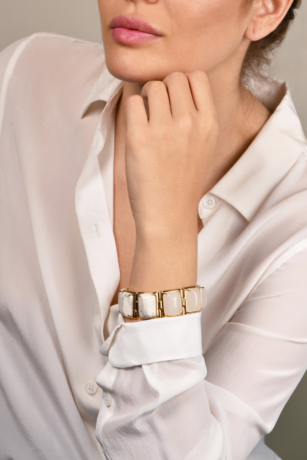 Lele Sadoughi - White and Marble Gold Link Bracelet View 1