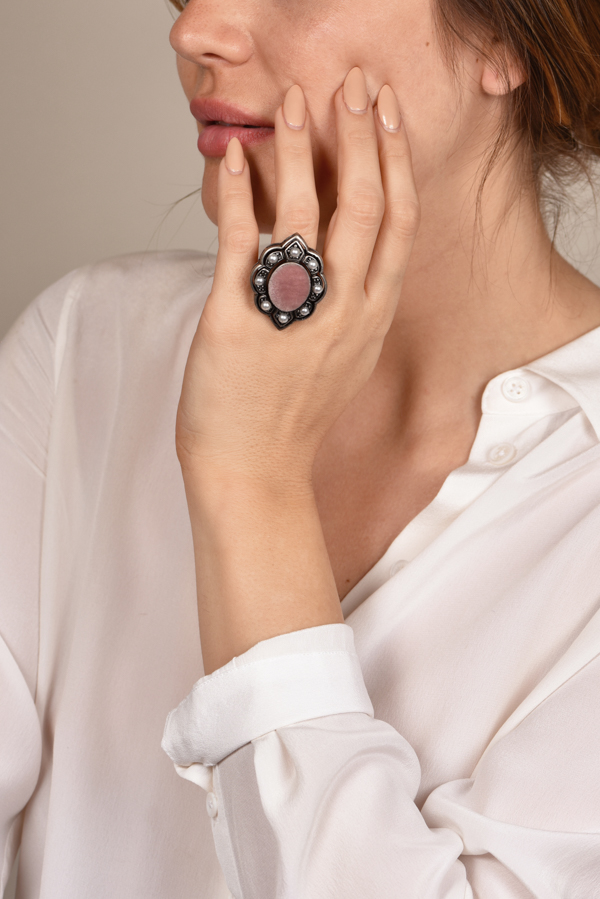 Gucci - Faux Pearl & Velvet Cocktail Ring - Size 6.5